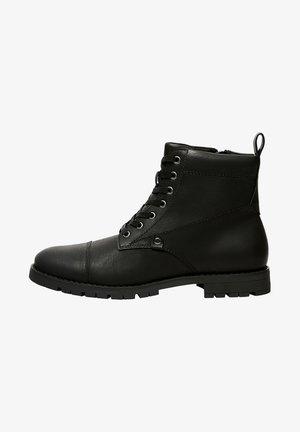 MIT DETAIL AN DER SPITZE - Šněrovací kotníkové boty - black