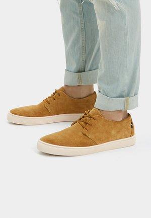 ELEGANTER - Volnočasové šněrovací boty - mustard yellow