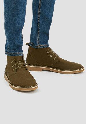 Volnočasové šněrovací boty - khaki