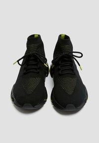 PULL&BEAR - Sneakersy wysokie - black - 4