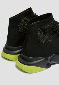 PULL&BEAR - Sneakersy wysokie - black - 3