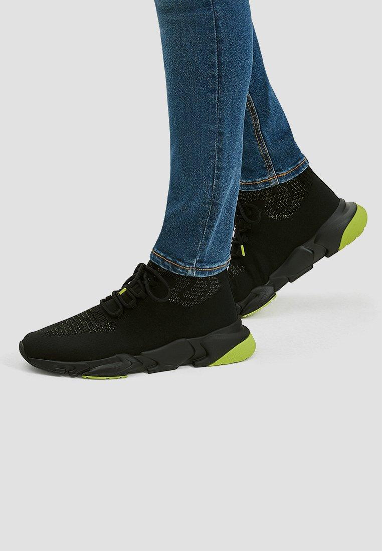 PULL&BEAR - Sneakersy wysokie - black