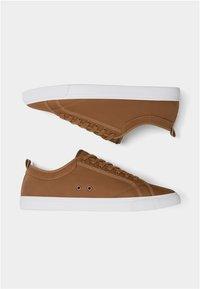 PULL&BEAR - MIT BROGUING - Sneakersy niskie - brown - 4