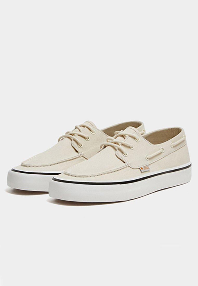 PULL&BEAR Skateskor - white