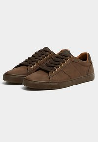 PULL&BEAR - MIT ZIERELEMENT AN DER FERSE - Sneakers laag - brown - 3