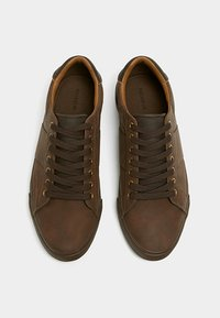 PULL&BEAR - MIT ZIERELEMENT AN DER FERSE - Sneakers laag - brown - 2