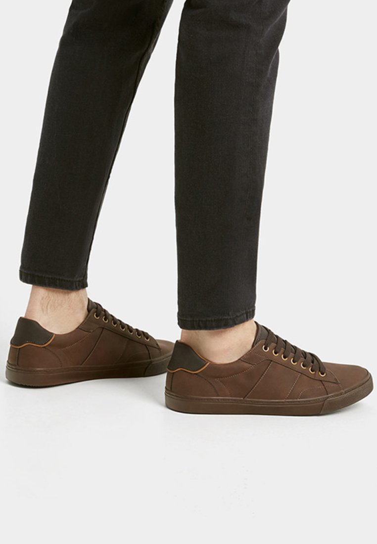 PULL&BEAR - MIT ZIERELEMENT AN DER FERSE - Sneakers laag - brown