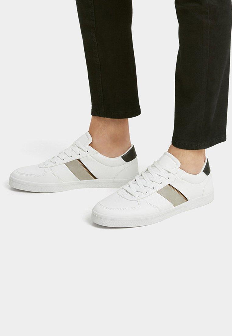 PULL&BEAR - ZAHLREICHEN  - Baskets basses - white