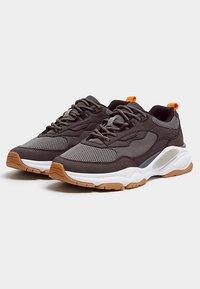 PULL&BEAR - MIT EINSÄTZEN  - Sneakers laag - grey - 3