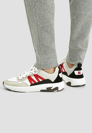 MIT KLETTVERSCHLUSS - Sneakersy niskie - white