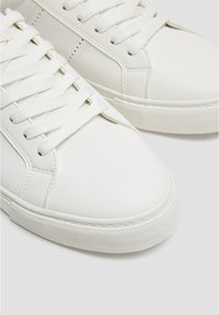 PULL&BEAR - BASIC-SNEAKER MIT BROGUING 12210540 - Sneakers - white - 5