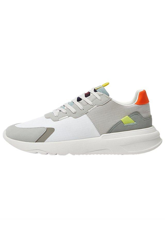 SNEAKER MIT REFLEKTIERENDER SPITZE 12316540 - Sneakers - white