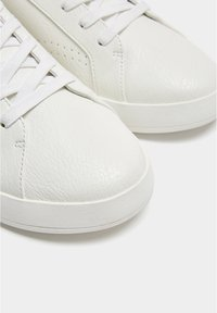 PULL&BEAR - Trainers - white - 6