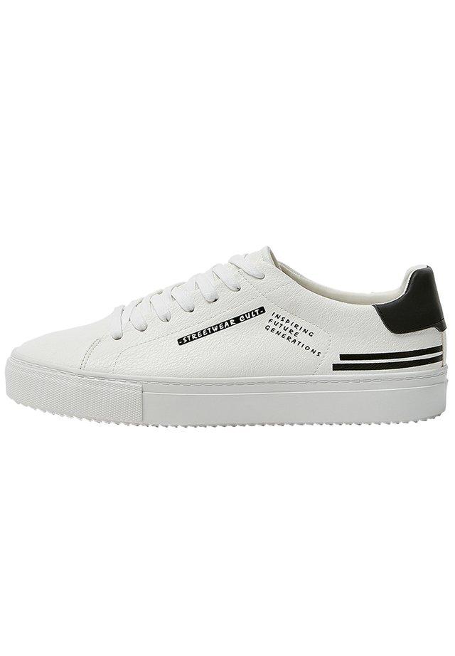 SNEAKER MIT SLOGAN 12217540 - Sneakers - white
