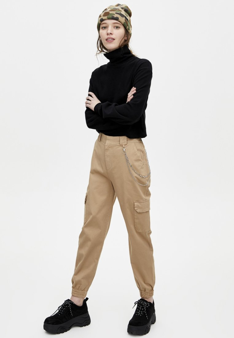 PULL&BEAR - CARGO - Trousers - sand