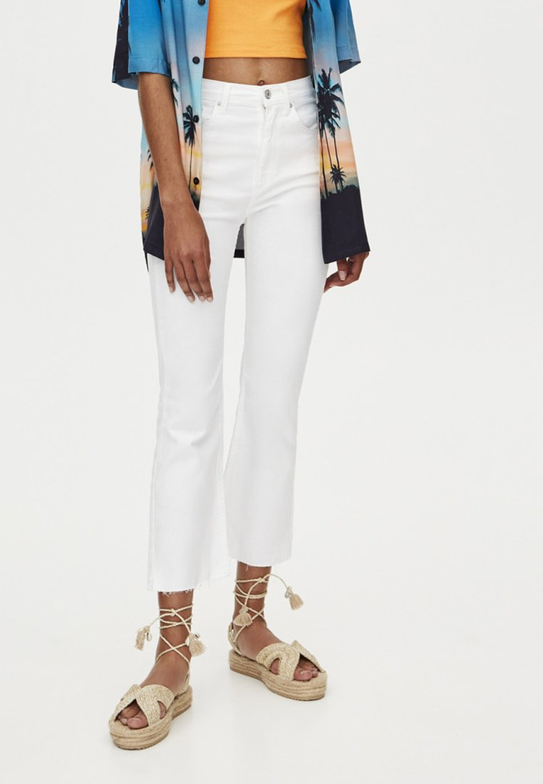 PULL&BEAR - MIT SCHLAG  - Jeans Slim Fit - white