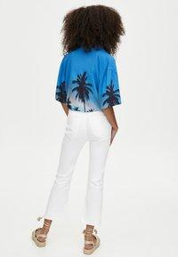 PULL&BEAR - MIT SCHLAG  - Jeans Slim Fit - white - 2
