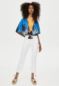 PULL&BEAR - MIT SCHLAG  - Jeans Slim Fit - white - 1