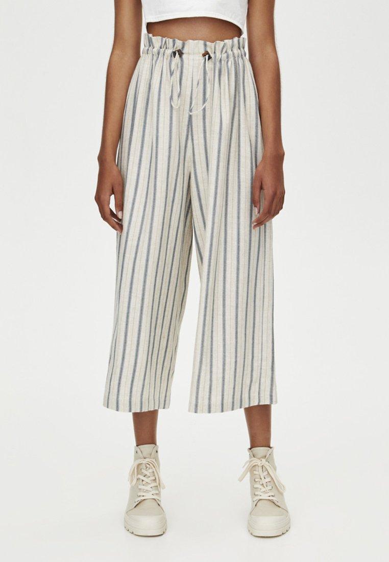 PULL&BEAR - MIT SENFFARBENEM - Trousers - white