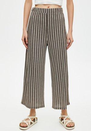 MIT STREIFENPRINT  - Spodnie materiałowe - black