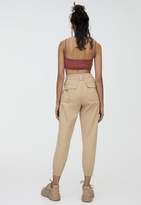 PULL&BEAR - CARGO - Trousers - sand - 2