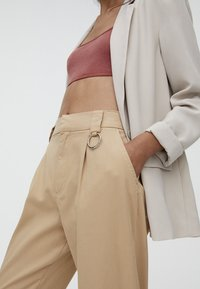 PULL&BEAR - CARGO - Trousers - sand - 4