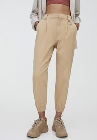 PULL&BEAR - CARGO - Trousers - sand - 0