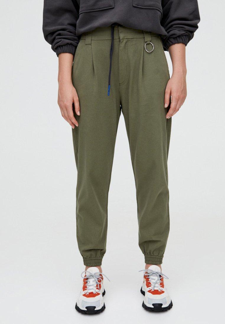 PULL&BEAR - MIT BUNDFALTE VORNE - Trousers - khaki