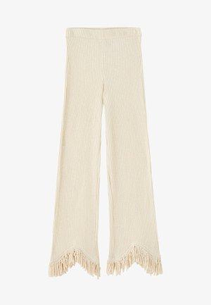 MIT FRANSEN AM BEINENDE  - Pantalon classique - white