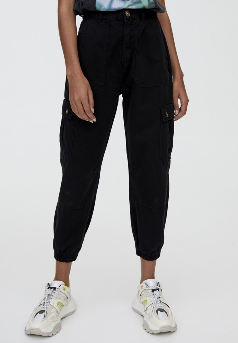 PULL&BEAR - CARGO  - Trousers - black