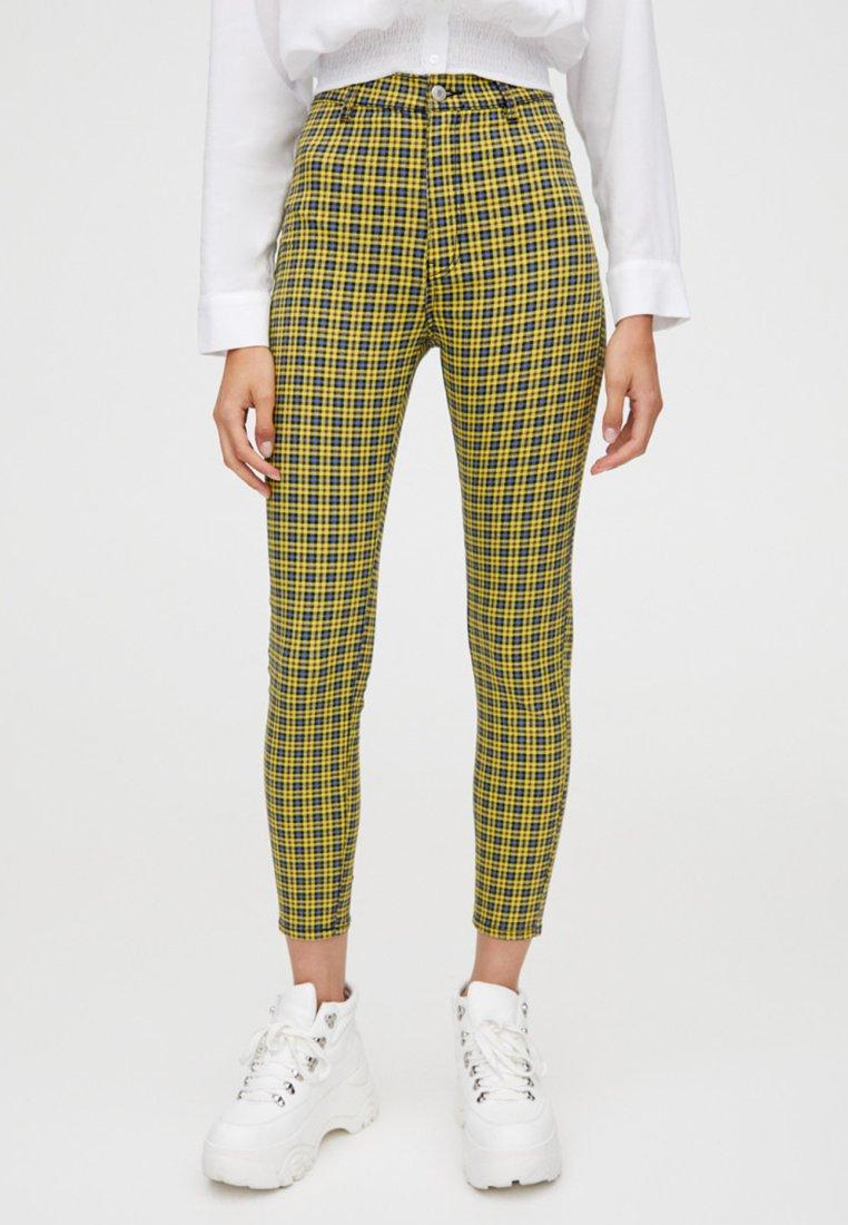 PULL&BEAR - MIT PRINT - Pantalon classique - yellow