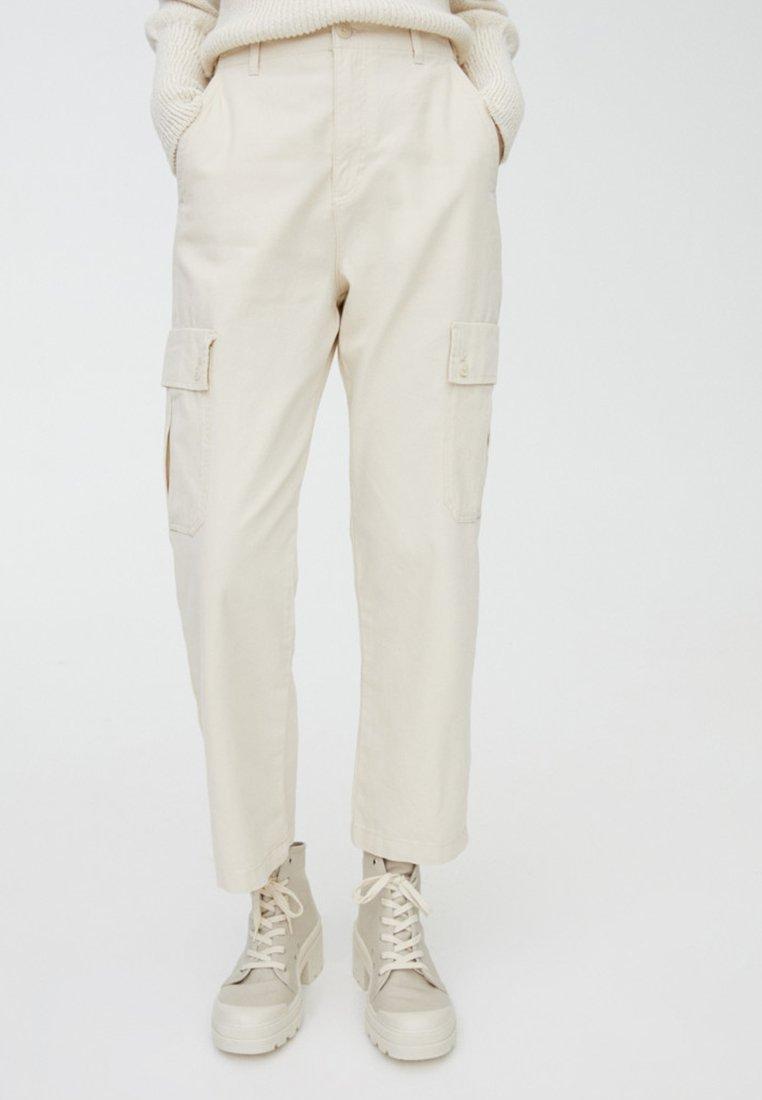 PULL&BEAR - CARGO - Pantalon classique - white