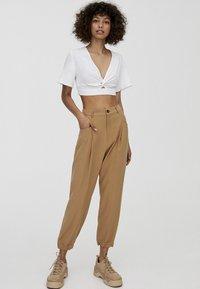 PULL&BEAR - Pantalon classique - beige - 1