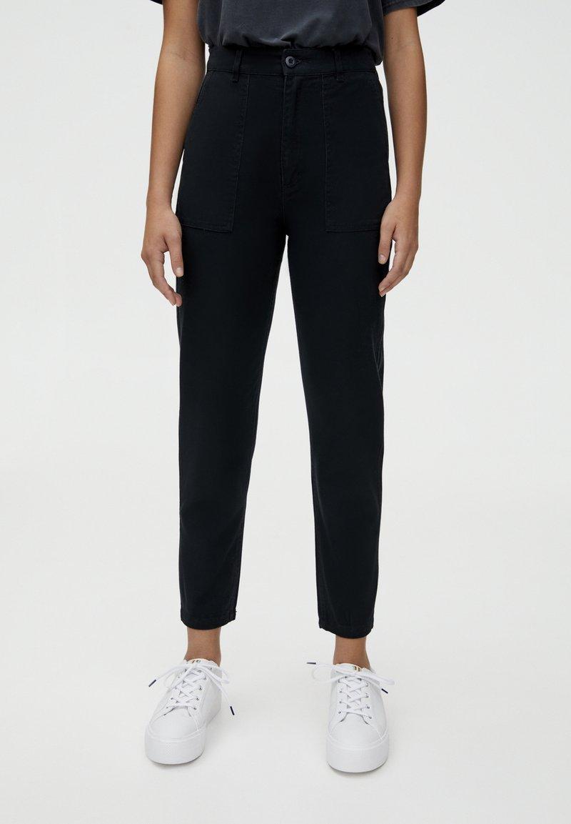 PULL&BEAR - CARGO - Slim fit -farkut - dark grey