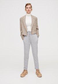 PULL&BEAR - MIT GERADEM SAUM  - Teplákové kalhoty - grey - 1