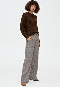 PULL&BEAR - Kalhoty - brown - 1