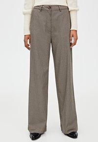PULL&BEAR - MIT HAHNENTRITTMUSTER - Kalhoty - light brown - 0