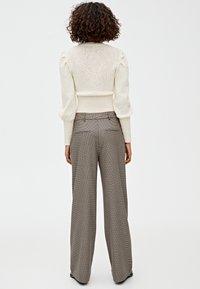 PULL&BEAR - MIT HAHNENTRITTMUSTER - Kalhoty - light brown - 2
