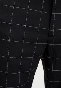 PULL&BEAR - MIT KAROMUSTER - Kalhoty - black - 4