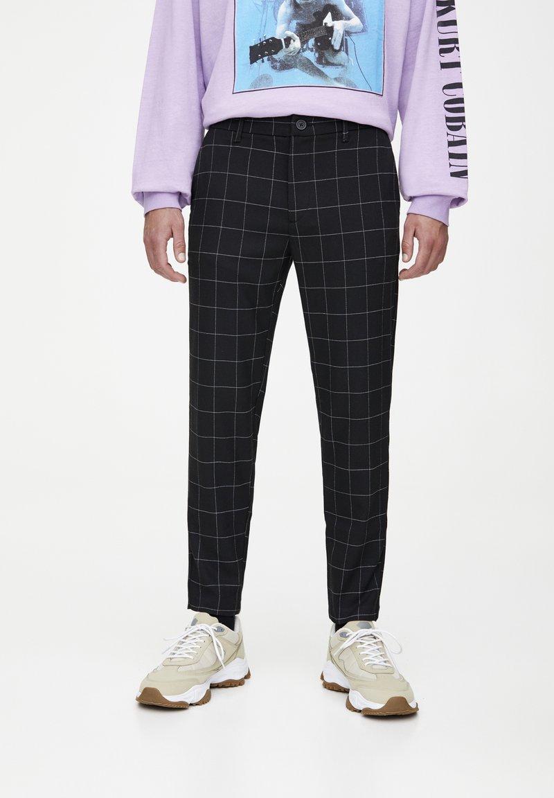 PULL&BEAR - MIT KAROMUSTER - Kalhoty - black