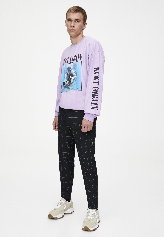 PULL&BEAR MIT KAROMUSTER - Spodnie materiałowe - black