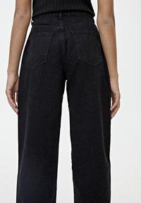 PULL&BEAR - MIT HOHEM BUND - Straight leg jeans - black - 4