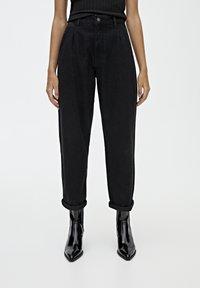 PULL&BEAR - MIT HOHEM BUND - Straight leg jeans - black - 0