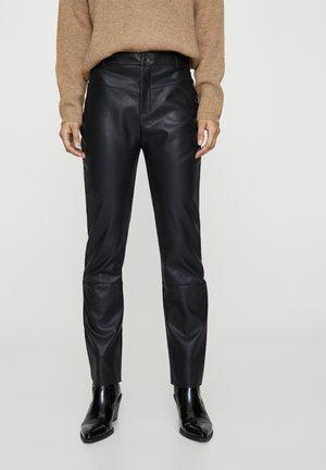 SCHWARZE HOSE AUS KUNSTLEDER 09671334 - Trousers - black