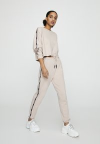 PULL&BEAR - Tracksuit bottoms - rose