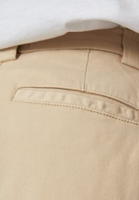 PULL&BEAR - MIT BUNDFALTEN  - Chino kalhoty - sand - 5
