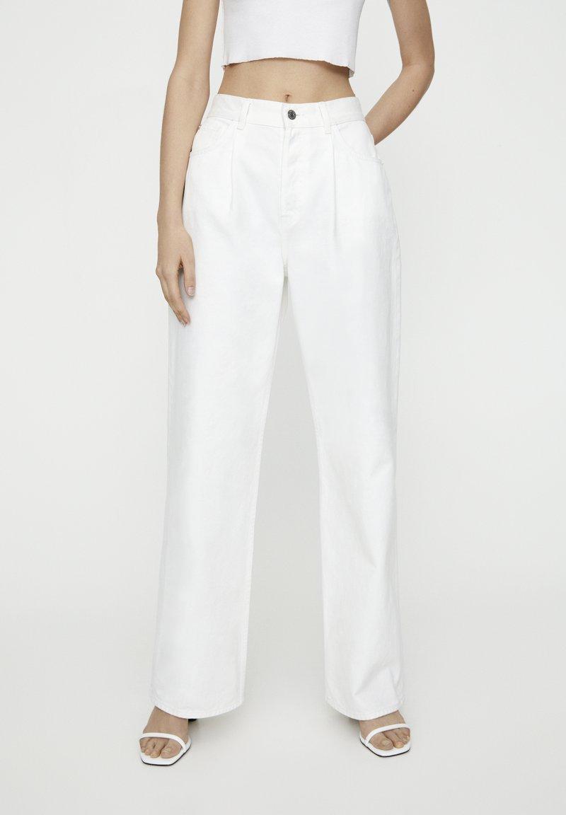 PULL&BEAR - Džíny Straight Fit - white