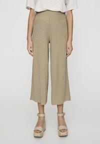 PULL&BEAR - Pantalon classique - khaki - 0