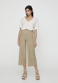 PULL&BEAR - Pantalon classique - khaki - 3
