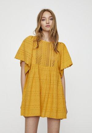 MIT TRÄGERN - Robe d'été - mustard yellow
